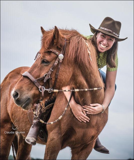 Ich mit meinem Islandpferd Eldur (Foto von Claudia Grumm)