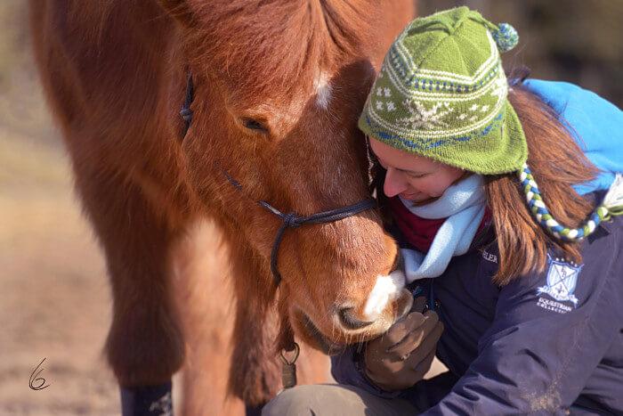 Jessica und Eldur beim Kuscheln (Foto von Claudia Grumm)