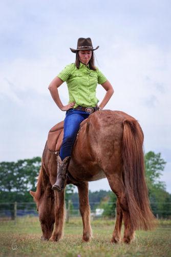 Mensch auf Pferd verkehrt herum skeptisch - Foto Claudia Grumm