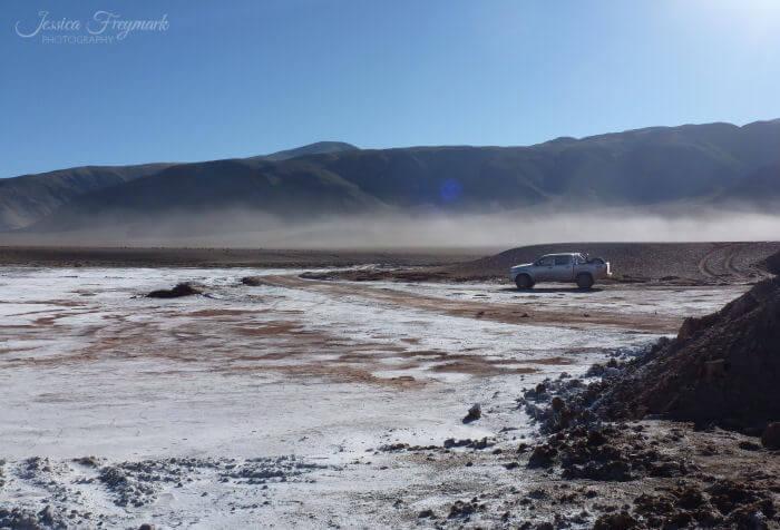 Auto im Salzsee